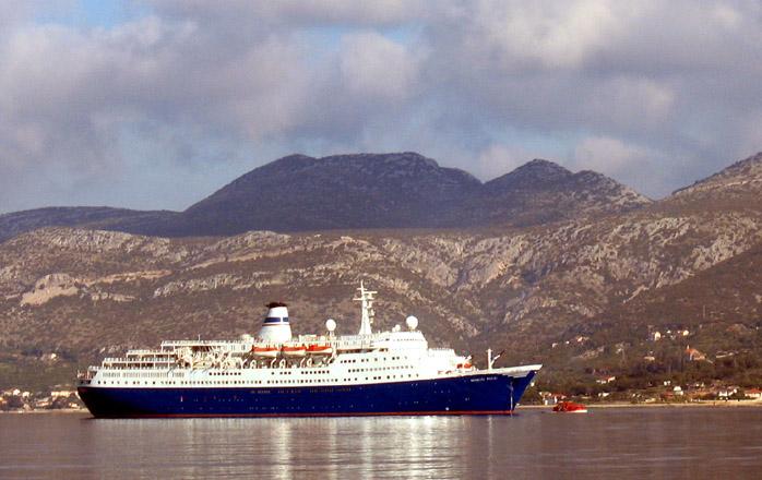 nc forsiden nyhet artikkel slepebaat paa vei til grunnstoett cruiseskip i lofoten